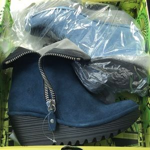 NWT Fly London Blue Suede booties
